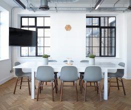 Stoły i krzesła do jadalni – co jest teraz na topie?
